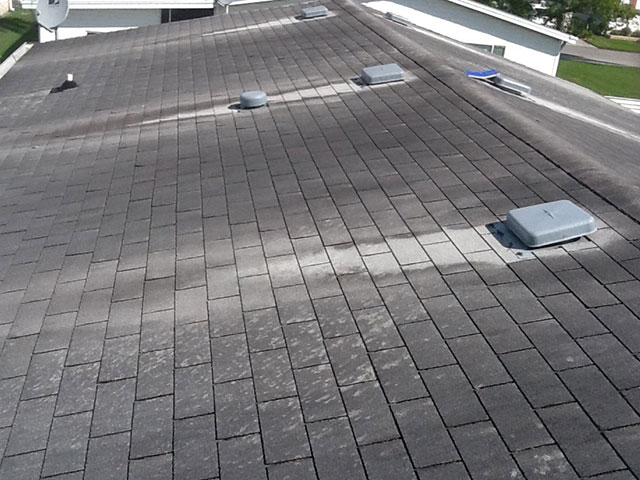 Before photo of a roof in need of mobile home roof replacement
