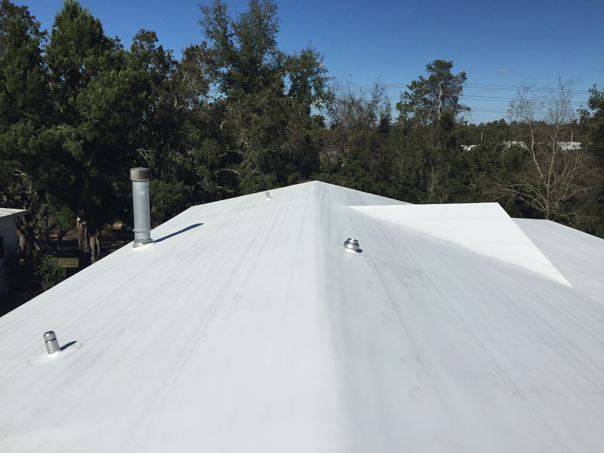 Mobile home TPO roof replacement project in Florida